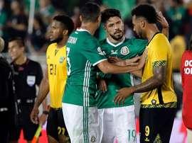 Oribe Peralta tuvo que ser intervenido. EFE