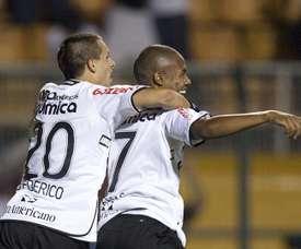 Triunfo clave de Corinthians para seguir vivo. EFE