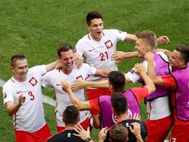 Kapustka celebra con sus compañeros de Polonia en la Eurocopa. EFE