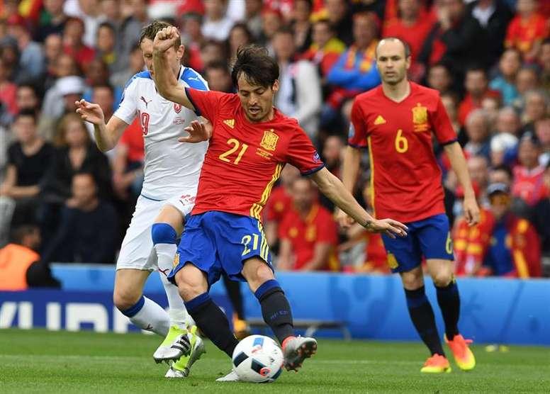 Silva e Iniesta... ¿en el mismo equipo? EFE