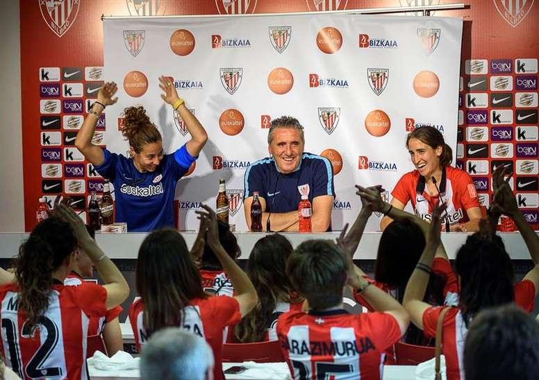 Joseba Aguirre asciende a cinco jugadoras del segundo equipo. EFE