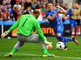Gudmundsson jugó la Eurocopa con la heroica Islandia. EFE