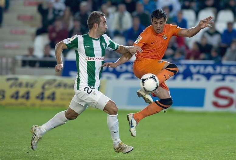 El centrocampista del Córdoba Alberto Aguilar (i) en una imagen de archivo. EFE/Archivo