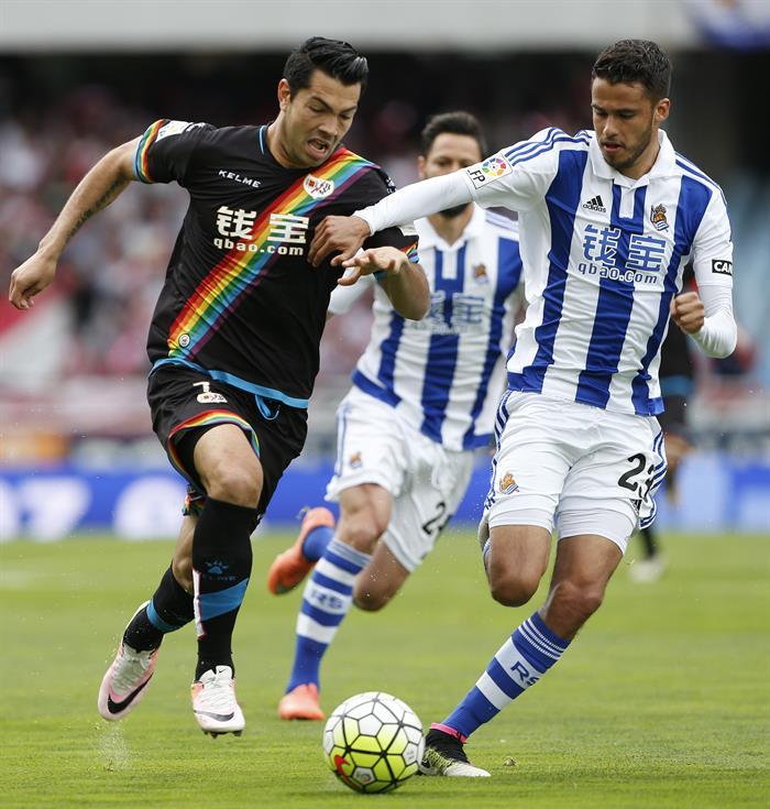 El mexicano podría jugar en el Espanyol esta temporada. EFE