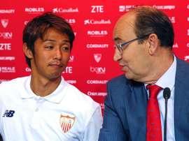 Kiyotake es el jugador que más papeletas tiene para abandonar el Sevilla. EFE/Archivo