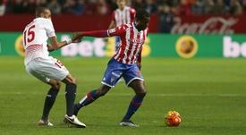 El centrocampista camerunés del Sporting de Gijón Dani Ndi (d). EFE/Archivo