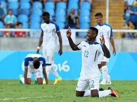 Romell Quioto de Honduras celebra después de ganar el primer partido del grupo D en los Juegos Olímpicos de Río 2016, entre Honduras y Argelia, en el Estadio Olímpico de Río de Janeiro, hoy jueves 4 de Agosto de 2016.