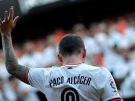 L'attaquant du Valence, Paco Alcacer pourrait prochainement avoir le maillot du FC Barcelone. EFE