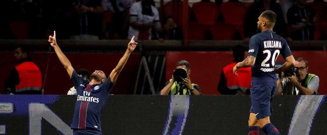 El jugador brasileño Lucas del PSG celebra uno de sus goles al Metz en el Parque de los Príncipes en París, Francia. EFE/EPA