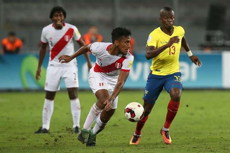 Renato Tapia confirmó que se queda en el Feyenoord. EFE
