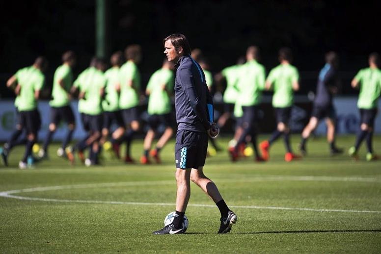 Cocu suena como posible entrenador del Betis