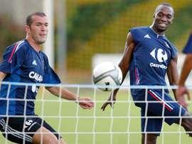 Zidane et Makélélé sont des soutiens l'un pour l'autre. EFE