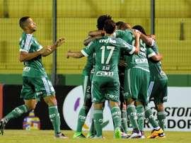 Moises, del Palmeiras, resultó lesionado en una acción con Zé António. EFE/Archivo