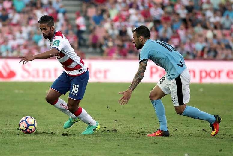 Carcela-González arrastra molestias y no ha entrenado junto al resto. EFE/Archivo