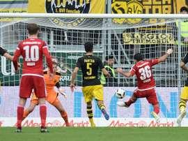 El Borussia Dortmund no da por perdida la segunda plaza. EFE
