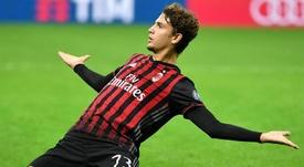 Un gran gol de Manuel Locatelli, de 18 años, le dio el triunfo este sábado al Milan contra el Juventus (1-0) y reabrió la Serie A italiana, al colocar a los