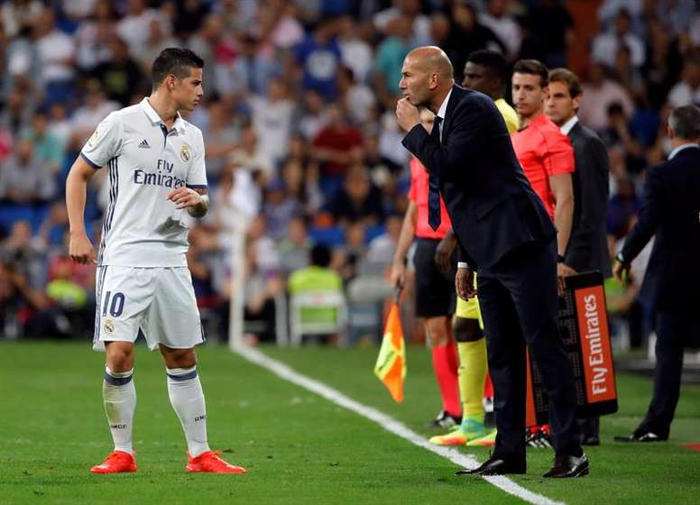 Le Real Madrid s'est entraîné dans Bale, ni Keylor, mais avec James. EFE