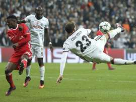 Cenk Tosun pendant un match de LIgue des champions entre Besiktas et Benfica. AFP