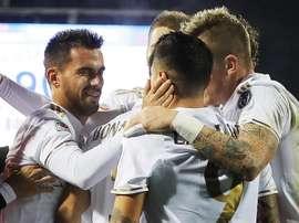 El jugador español del Milan Suso (I) celebra con sus compañeros uno de los cuatro goles de su equipo al Empoli en el Carlo Castellani stadium de Empoli, Italia. EFE/EPA