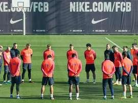 Les joueurs et le staff du FC Barcelone à l'entraînement. EFE