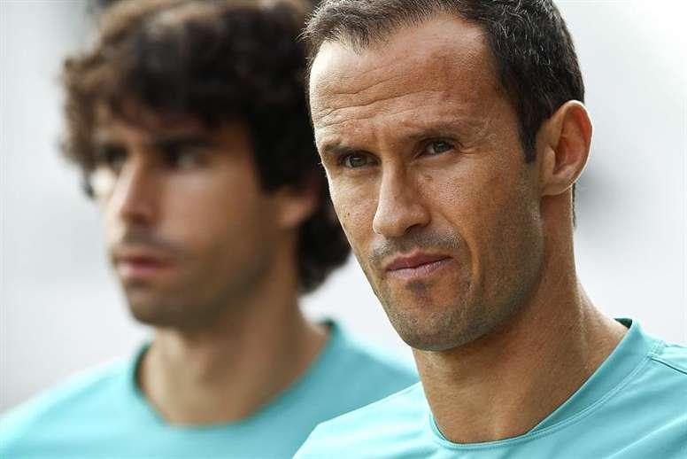 Los futbolistas portugueses Ricardo Carvalho (dcha) y Tiago Mendes. EFE/Archivo