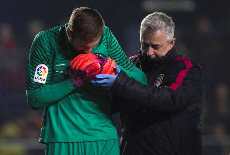Oblak suffered the injury in the defeat to Villarreal on Monday. EFE
