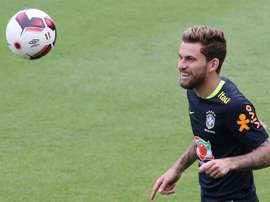 El jugador Lucas Lima de la selección brasileña de fútbol en un entrenamiento. EFE/Archivo