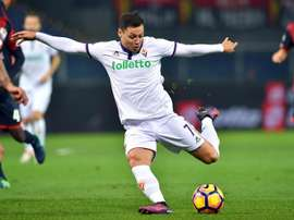 Mauro Zarate in action with Fiorentina. EFE