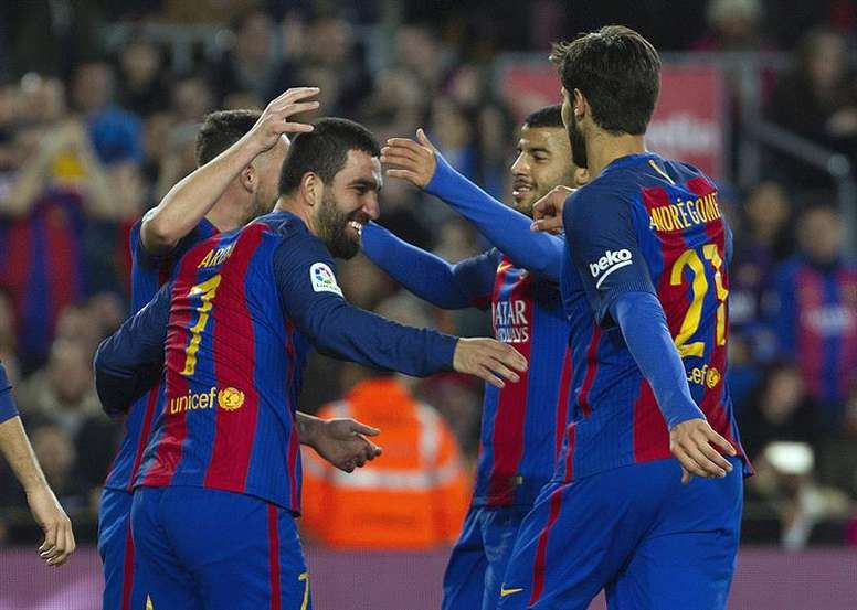 Arda Turan has the option to join the CSL. EFE