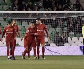 Los jugadores del combinado de la liga, celebran el primer gol marcado a la selección andaluza en el partido solidario Champions for Life, organizado por la organizado por la Fundación de LaLiga y Unicef hoy en estadio Benito Villamarín. EFE