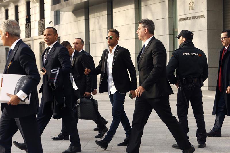 Neymar, Barcelona set for courtroom reunion