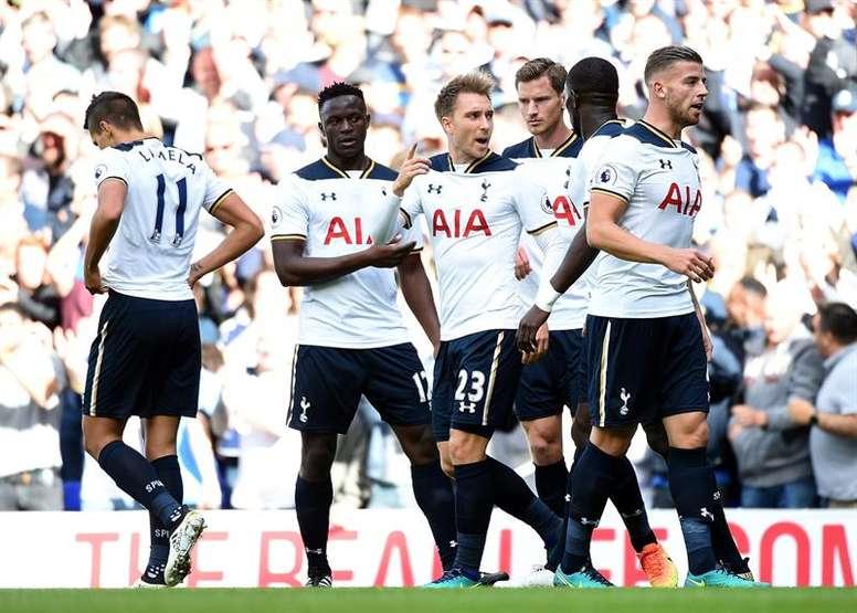 El Tottenham cedió a Luke Amos al Southend United. EFE