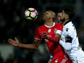 O capitão do V. Guimarães vai deixar de o ser... porque vai abandonar o clube vimaranense. EFE