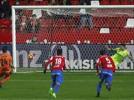 El Sporting cayó en casa ante un buen Eibar. EFE/Archivo