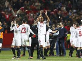 Les joueurs du FC Séville célèbrent la victoire contre le Real Madrid au stade Sanchez Pizjuan. EFE