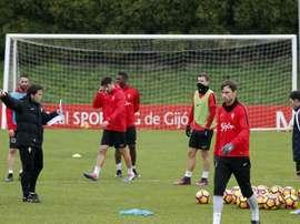 Amorebieta y Traoré discutieron en el entrenamiento del Sporting. EFE