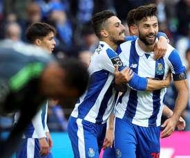 El jugador del FC Porto Felipe (d) celebra con sus compañeros el 1-0 en Do Dragao en Oporto, Portugal. EFE/EPA