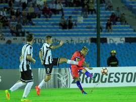 Wanderers avanzó de ronda tras imponerse por 5-2 a Sucre. EFE
