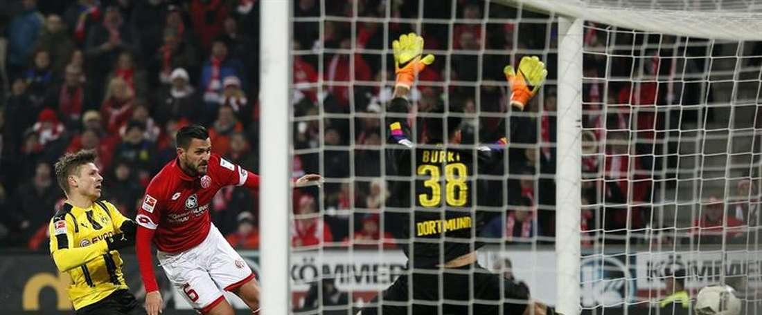 Al Borussia se le escapó el triunfo en la recta final del partido ante el Mainz. AFP