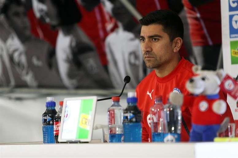 Johnny Herrera pidió el regreso David Pizarro. EFE/Archivo