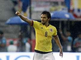 Abel Aguilar arropó a Yerry Mina. EFE