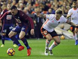 El Eibar ha dado la gran sorpresa de la jornada al hacer puré al Valencia en Mestalla. EFE