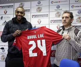 El centrocampista se presentó como nuevo jugador navarro. EFE