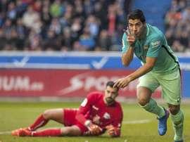 L'attaquant du FC Barcelone Luis Suarez célèbre un but contre Alavés. EFE