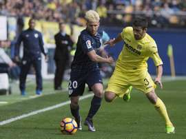 Le milieu du Malaga, Keko à la lutte d'un ballon avec le défenseur du Villarreal, José Angel. AFP