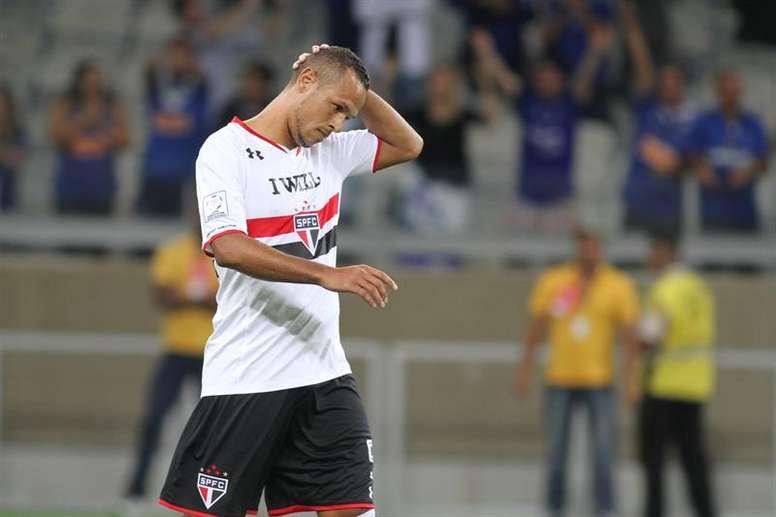 Luís Fabiano no podrá jugar antes del final de temporada. EFE