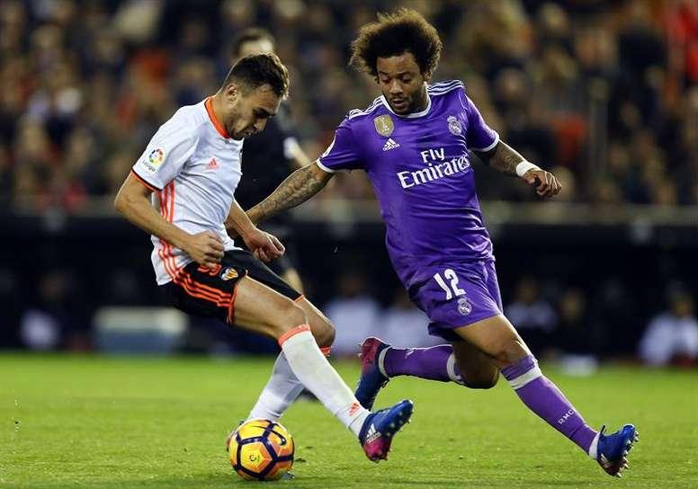 Munir El Haddadi à la lutte avec le Brésilien du Real Madrid Marcelo. EFE