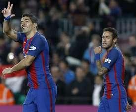 Suárez y Neymar jugaron, marcaron y se divirtieron ante el Sporting. EFE