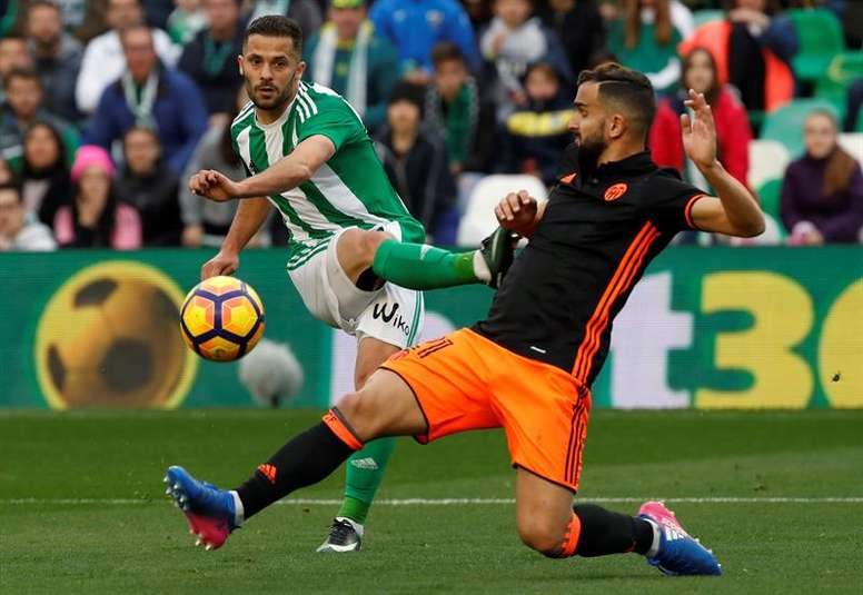 El lateral confía en seguir en el Real Betis. EFE/Archivo