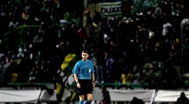 Craig Thomson, whose team had an awful night in Dortmund, retires. EFE